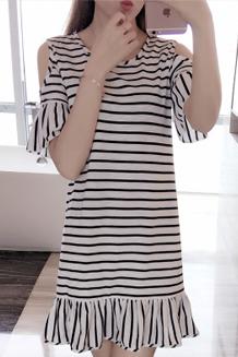 388#2017韩版夏季露肩短袖条纹荷叶边宽松中长款喇叭袖连衣裙