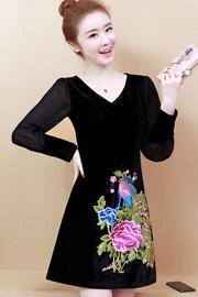 现货实拍小视频2019春装新款丝绒重工刺绣连衣裙中长款修身打底裙