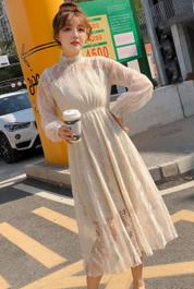 春秋新款杏色长袖蕾丝连衣裙女秋冬季打底内搭过膝长款仙女裙