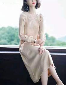 长款过膝针织连衣裙女2019秋冬灯笼袖小心机毛衣裙宽松打底长裙