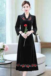 实拍中国民族风丝绒长裙刺绣宽松大码显瘦贵妇人阔太太妈妈连衣裙