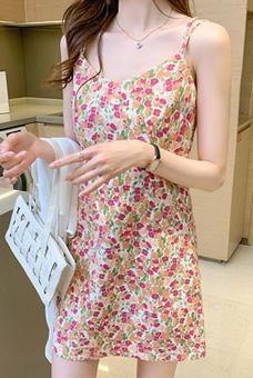 770#甜美碎花吊带连衣裙+雪纺防晒衬衫外披两件套