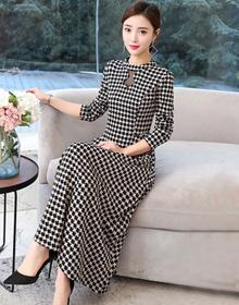 长款过膝加绒加厚红色连衣裙秋冬装2019新款女中长款修身显瘦裙子