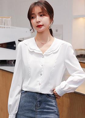 2021年春装新款花瓣翻领绣花白衬衫女设计感小众长袖衬衣法式上衣