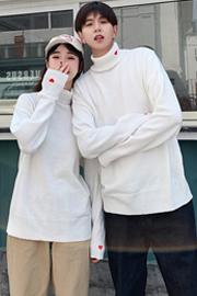 023# 实拍 冬季新款宽松针织衫情侣装白色超火cec高领爱心毛衣