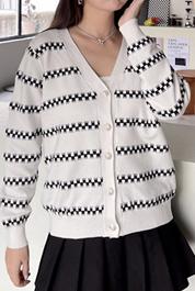 607#实拍现货~时尚气质锯齿条纹v领单排女长袖针织开衫2021新外搭
